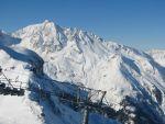 na druhé straně protějšího vrcholu je Les Arcs